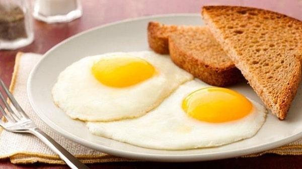 Lòng trắng trứng hoặc bánh mỳ trứng