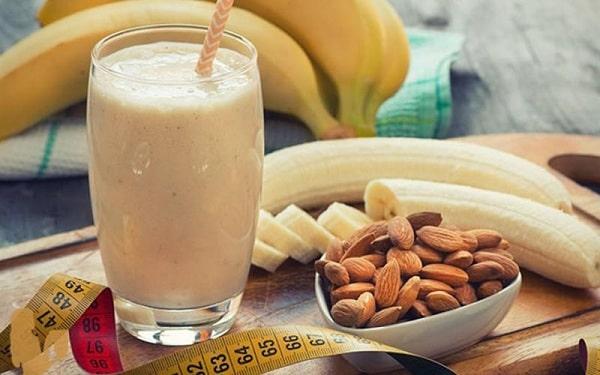 Chuối và hạnh nhân giàu carbohydrate