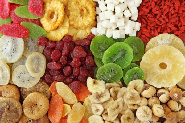Trái cây sấy khô chứa hàm lượng lớn chất xơ và vitamin rất lớn