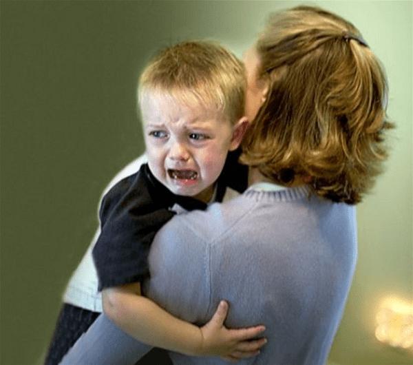 Trẻ thường quấy khóc trong ngày đầu học mẫu giáo
