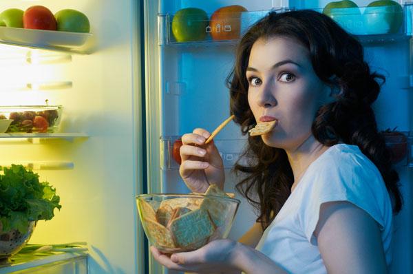 Thường xuyên ăn đêm gây ảnh hưởng tới hệ tiêu hóa