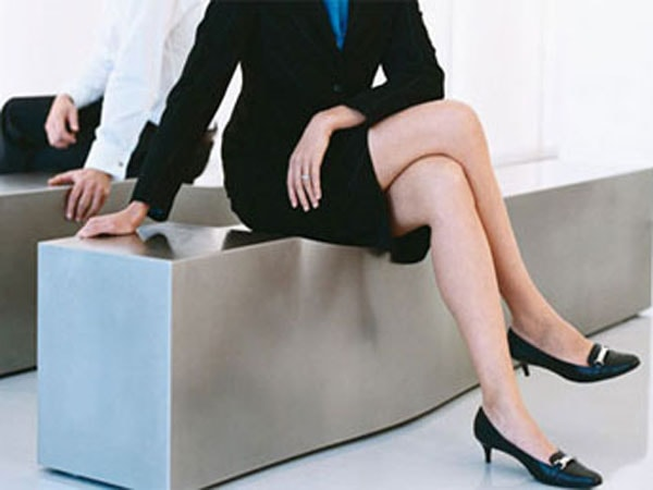 Ngồi vắt chéo chân khiến mạch máu bị chèn ép