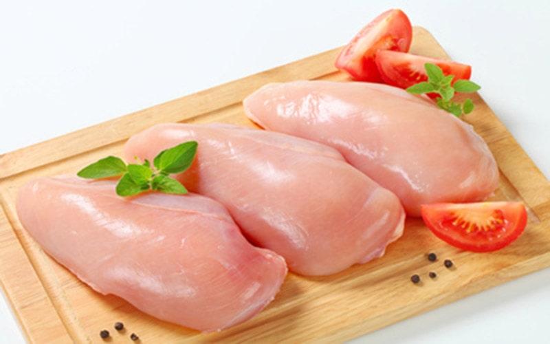 Ức gà có chứa nhiều protein