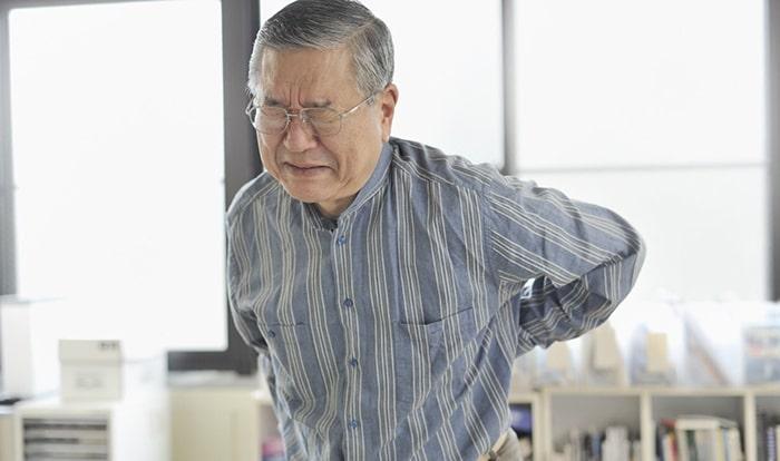 Đau nhức xương khớp thường gặp khi về già