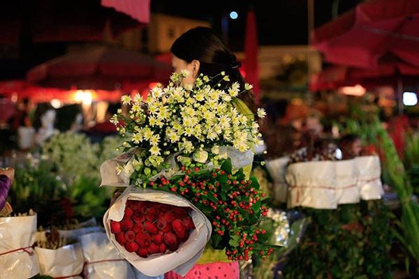 Cách chọn hoa là yếu tố quan trọng giúp hoa tươi lâu trong bình